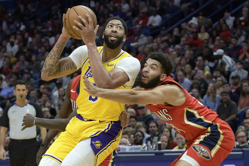 Anthony Davis leads L.A. past Pelicans as New Orleans starts to turn the page